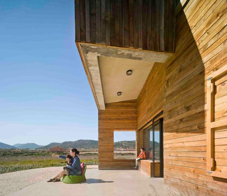 Tres viviendas de con recubrimiento de madera para tres hermanas en la montaña de Bullas.