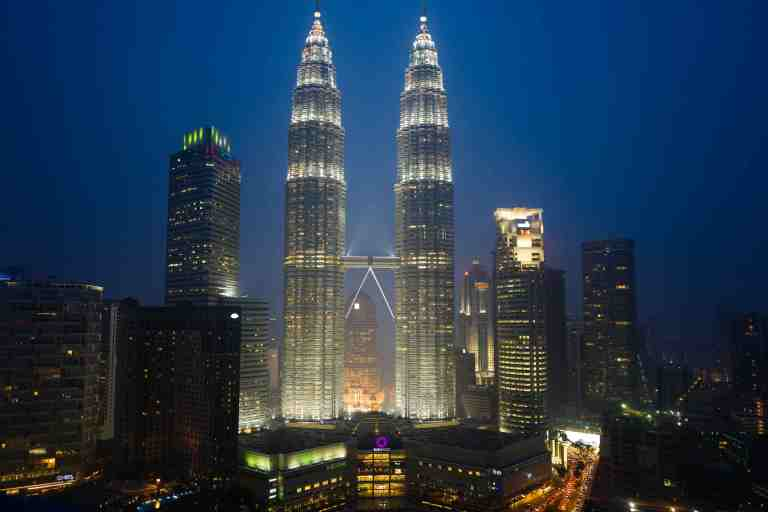 Malesia, settembre 2015. Petronas Towers from the Skybar in KL.
