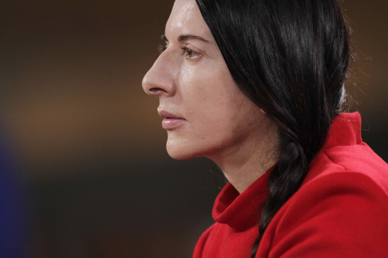 marina-abramovic-the-artist-is-present-di-matthew-akers-usa-2012-3