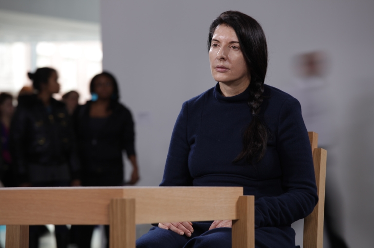 marina-abramovic-the-artist-is-present-di-matthew-akers-usa-2012-4