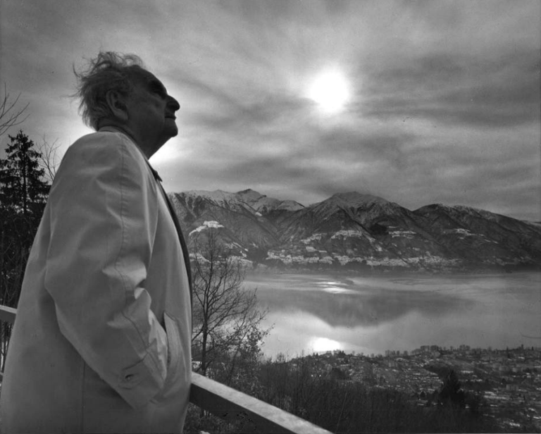 Richard Neutra in his Bucerius House. Photo credit: Martin Hesse.