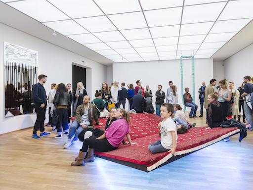 Die Eröffnung der Ausstellung zum Preis der Nationalgalerie für junge Kunst 2015 im Hamburger Bahnhof.© Foto: David von Becker